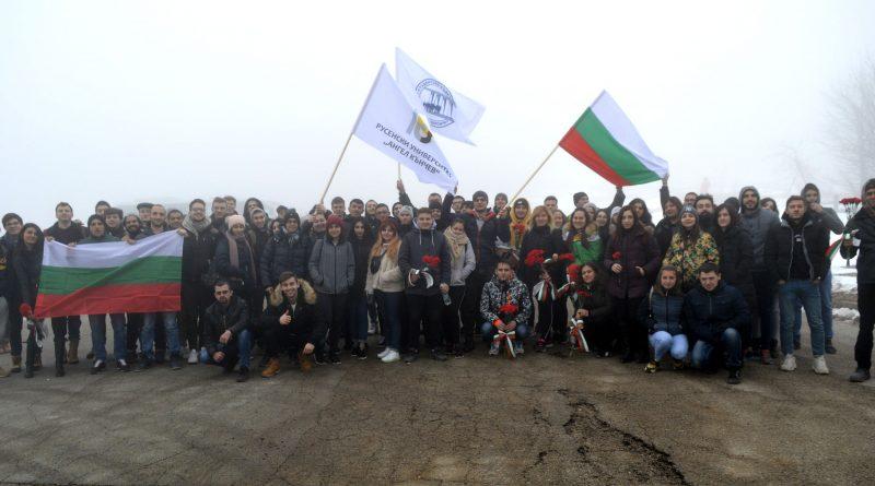 Студенти от 16 държави участваха в делегацията на Русенския университет до връх Шипка